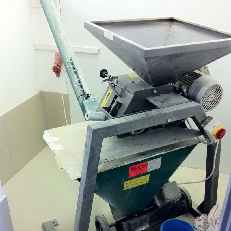 Malt Mill MM-101EWR with malt screw conveyor