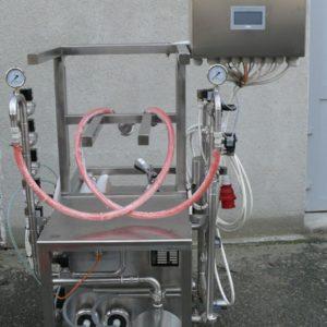 KCA-25: Stroj na automatické oplachování a plnění kegů 10-25 kegů za hodinu
