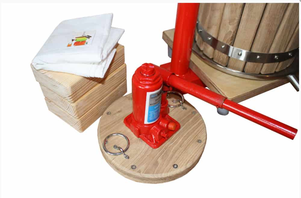 MHP 12W fruit press 02 - MHP-12W Manual hydraulic fruit press 12 liters - wood version