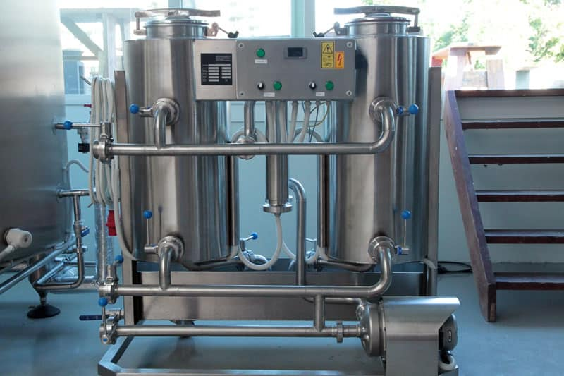 CIP-102 : Cleaning-In-Place machine to the cleaning and sanitizing of vessels and piping routes in breweries with two tanks 100 liters and 53 liters of the neutralizing vessel